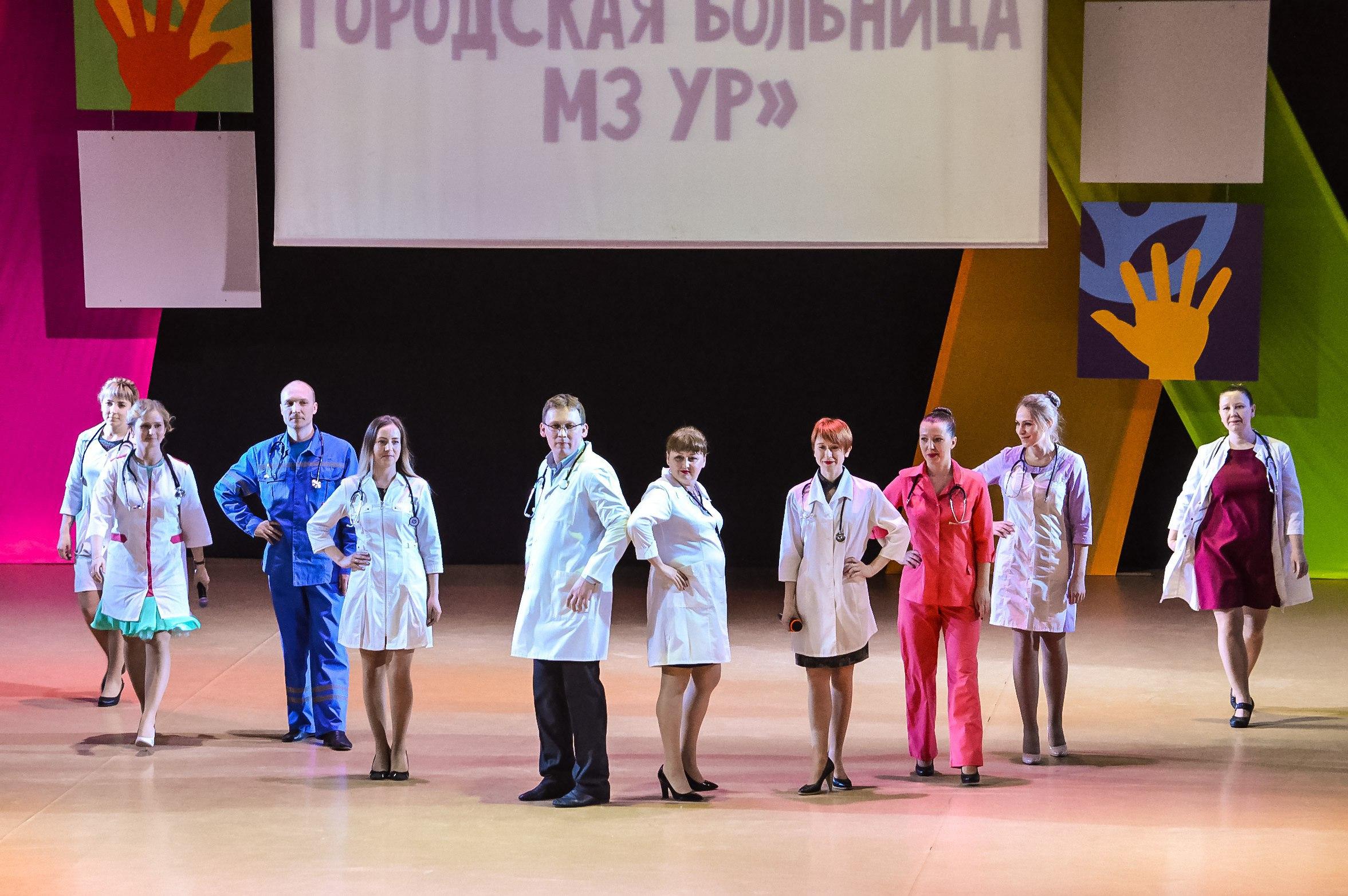 pod-yubkami-na-gorodskih-gulyanyah-onlayn-video-vzroslie-teti-golie-russkoe-video