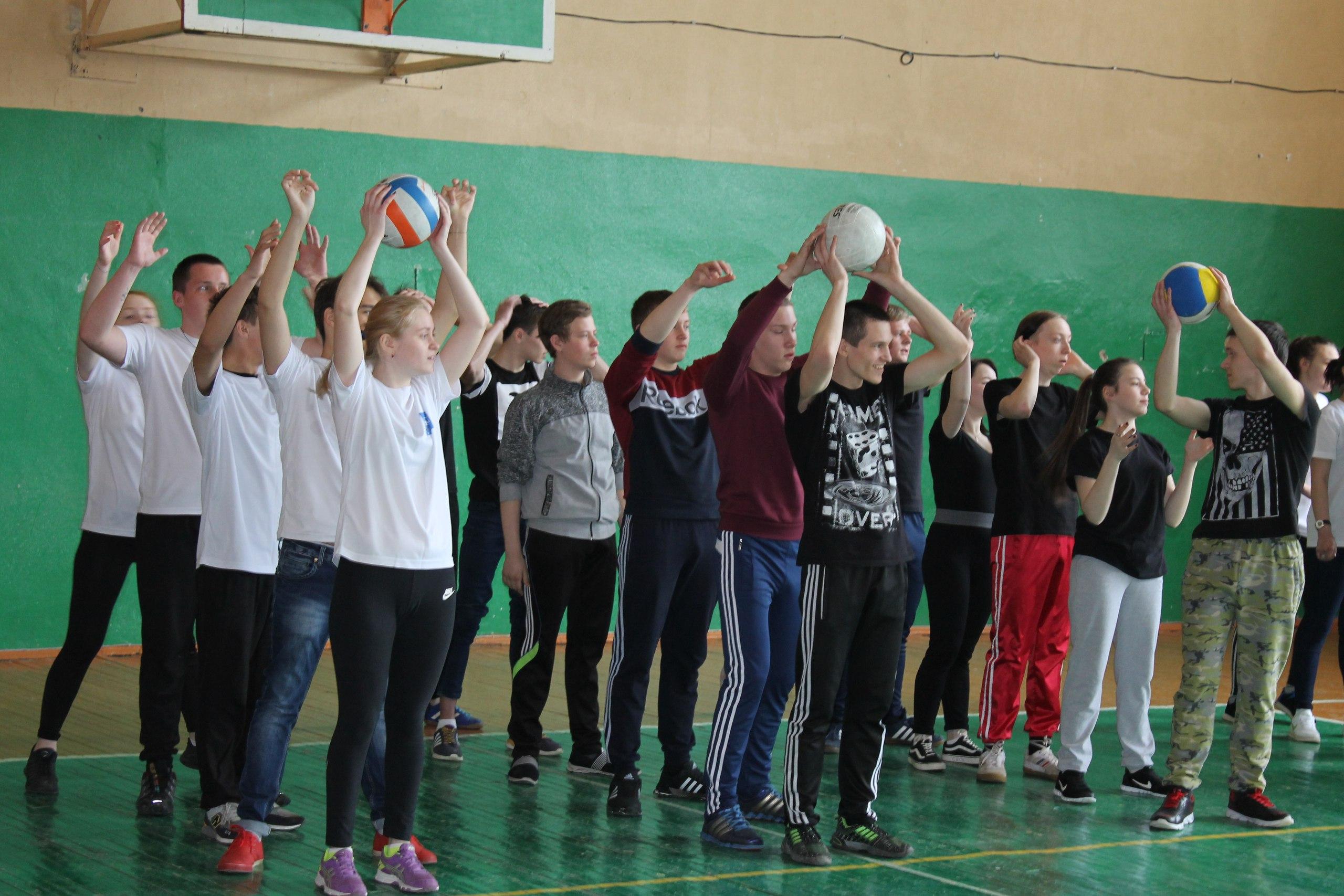 sorevnovanie-gimnastka-prigaet-na-chlen-videorolik-snyat-realnuyu-shlyuhu